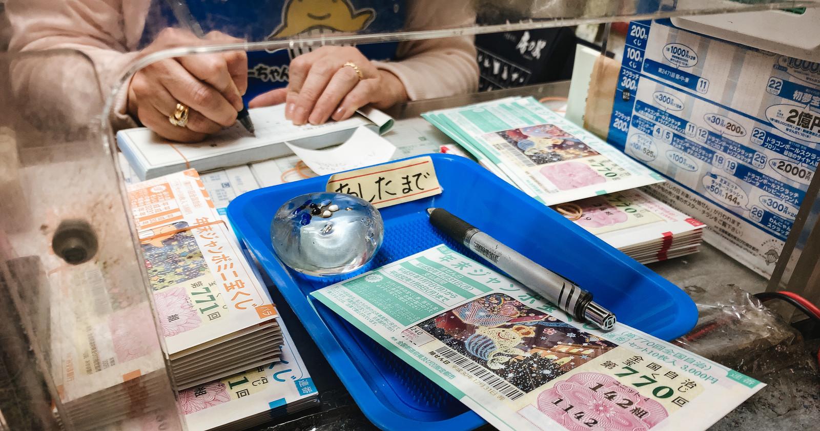 今1000万円を貰うか、それとも10年に分けて毎年100万円ずつ貰うか。